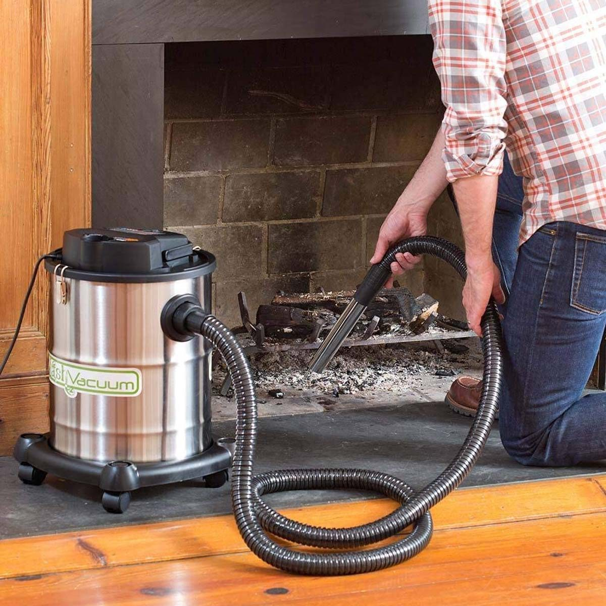 Fireplace vacuum