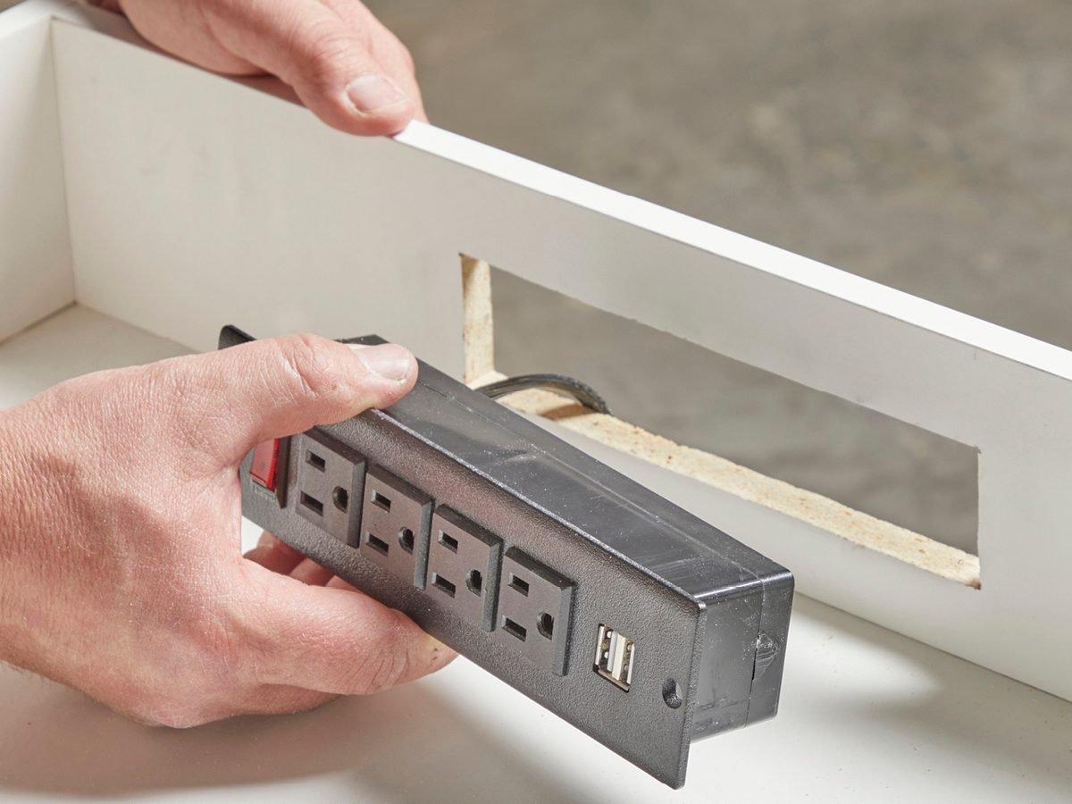 Install the power strip Fh21mar 608 51 024