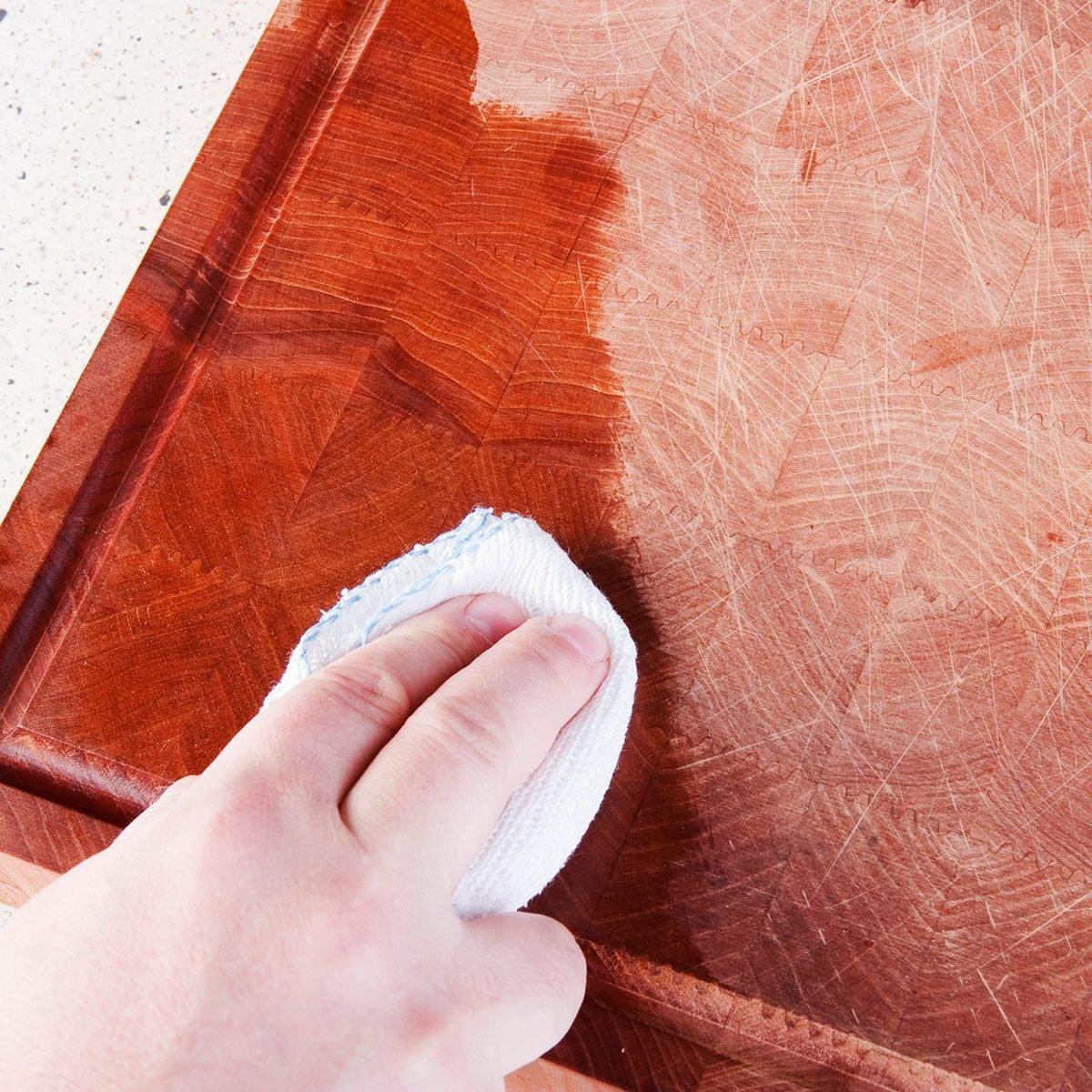 cutting board hacks: oiling the chopping board