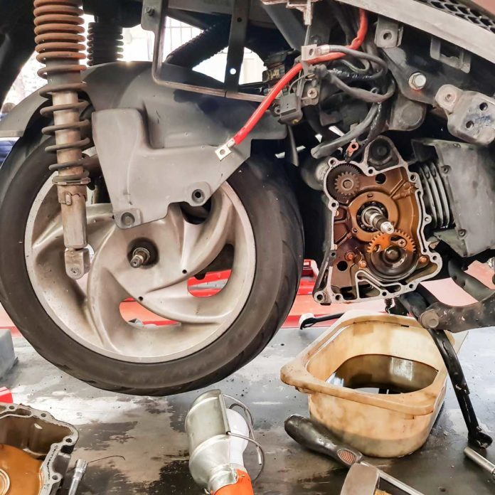 Motorcycle Oil Change Gettyimages 959220542