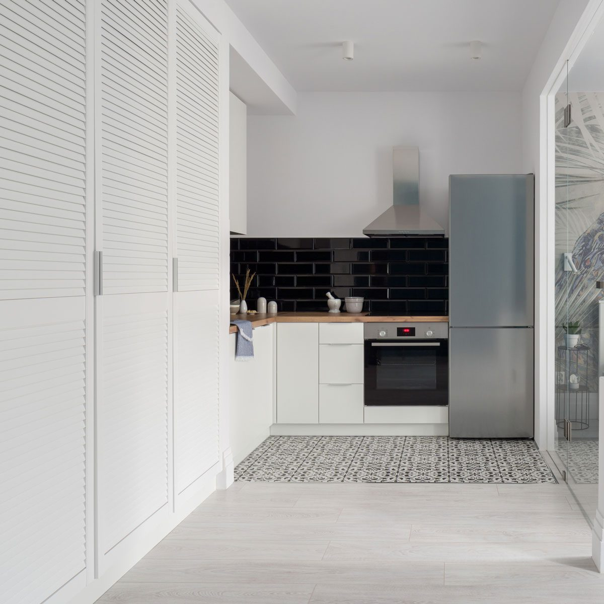 Small kitchen with a patterned floor