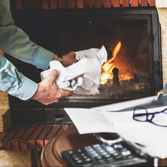 04 Fire Scary Ways Your Fireplace Could Be Toxic 700789807 Glebchik