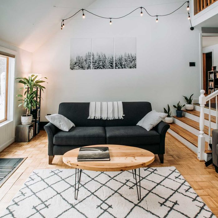 Living Room Coffee Table Gettyimages 1263049911