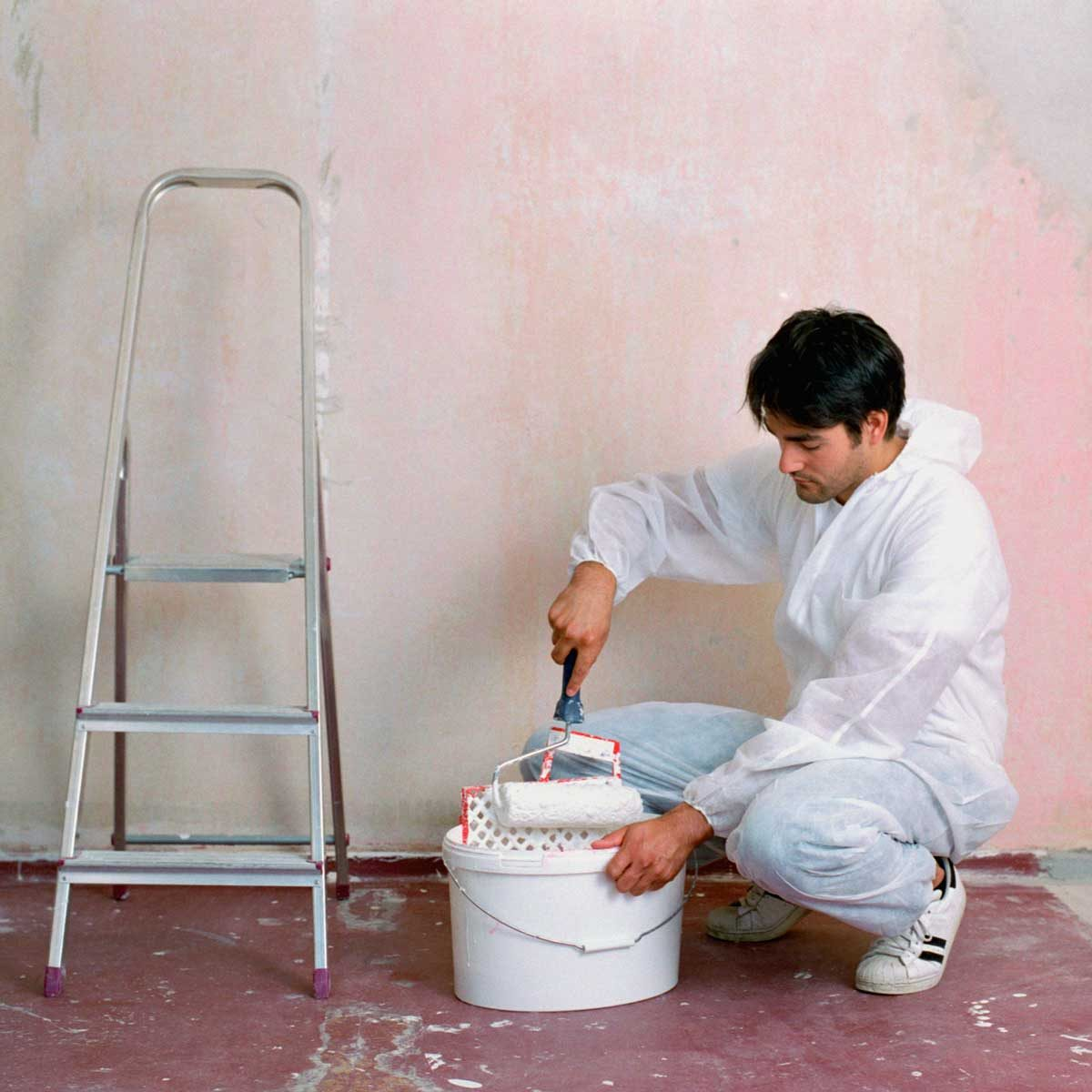 Man Using A Paint Bucket Gettyimages 1182851532