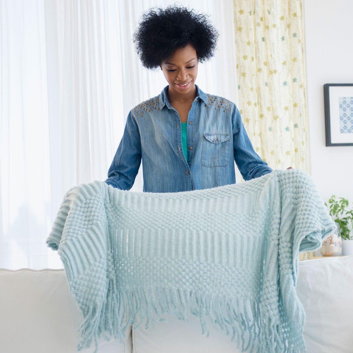 Folding Blanket Storage Gettyimages 514411063