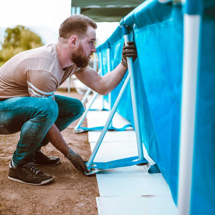 Install Above Ground Pool Gettyimages 1135736802