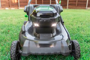 Self-Propelled Lawn Mowers: What to Know Before You Buy