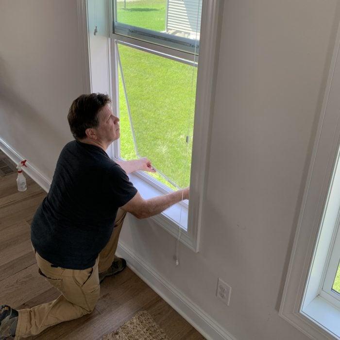 re-installing the window screen
