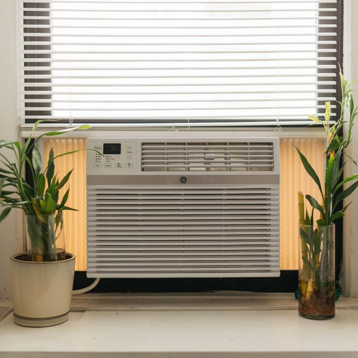 window air conditioner in apartment