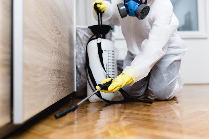 termite Exterminator fumigating house