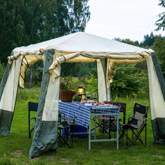 portable pop up tent in backyard